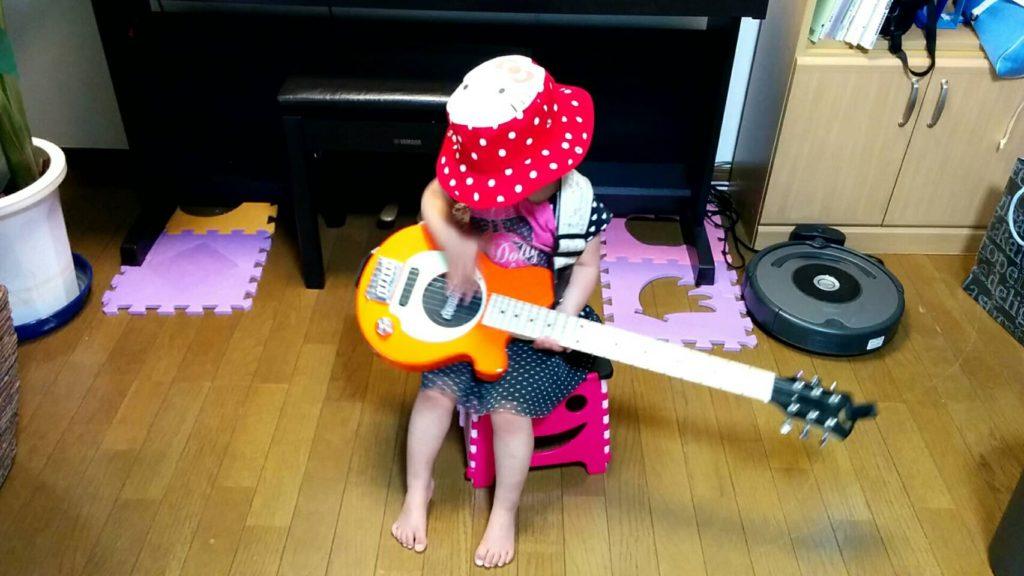 ギター座って弾く